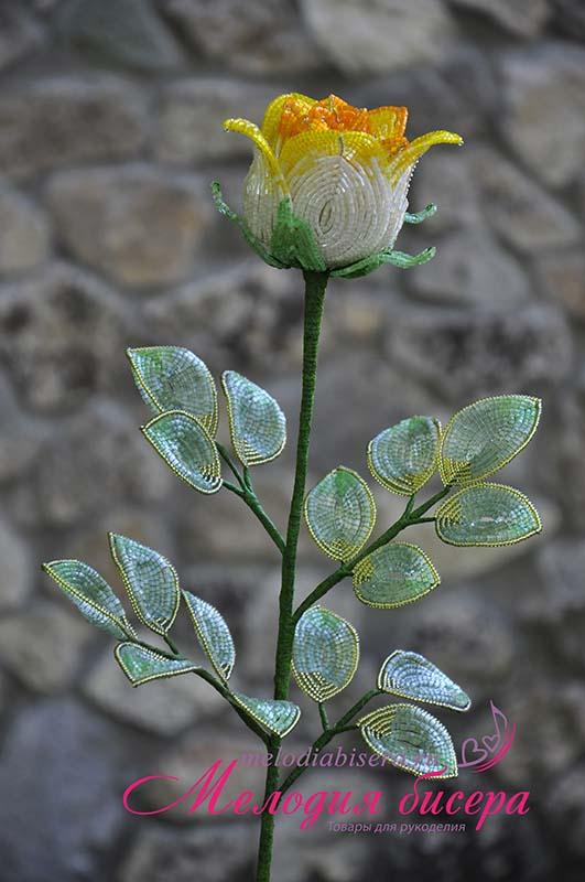 Бокаловидная роза из бисера