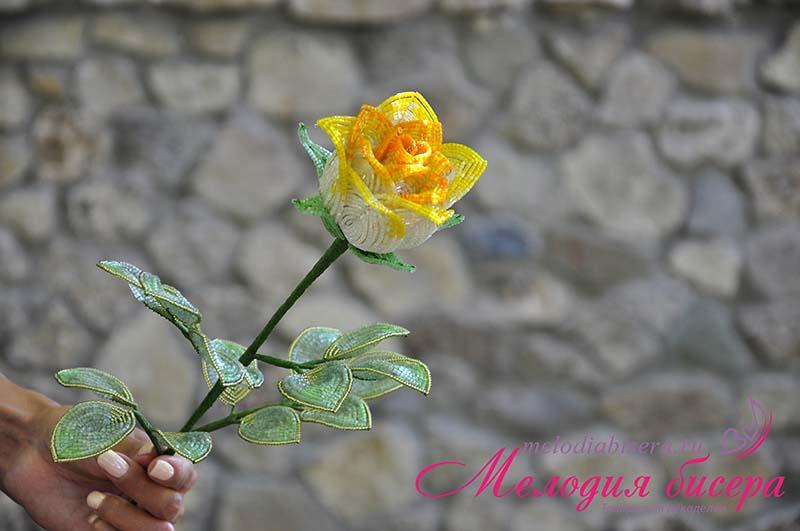 Роза из бисера своими руками