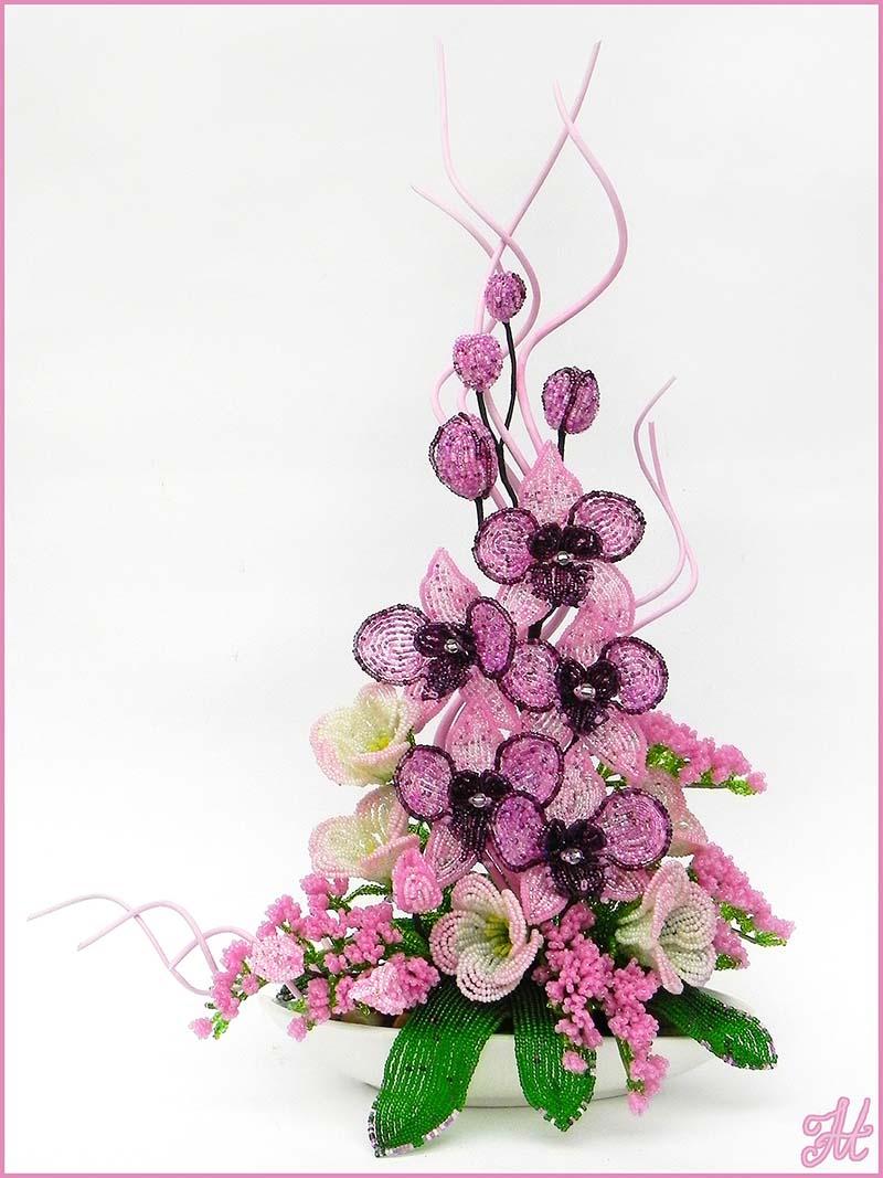 Орхидея, эустома и декоративные веточки из бисера